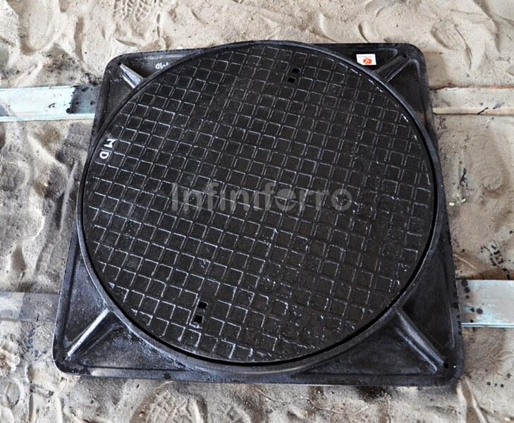 standard design cast iron manhole cover