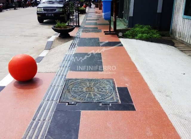 cast iron products for sidewalk : manhole covers