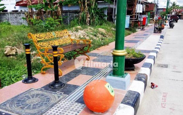 pedestrian benches on the sidewalk