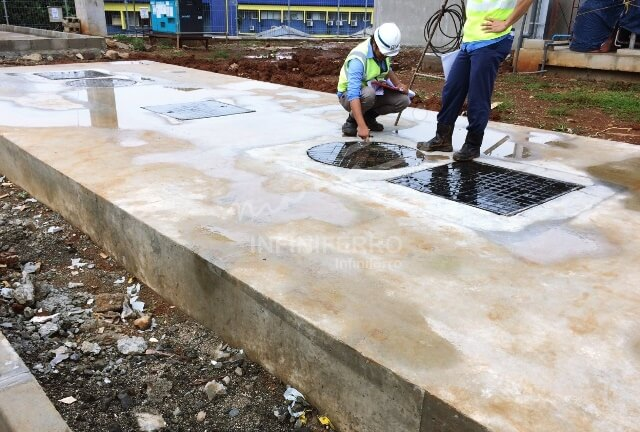 cast iron manhole cover at jakarta mrt project site